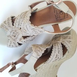 💝🌷 Lucky Brand - Beige Boho Frilly Wedges 8.5